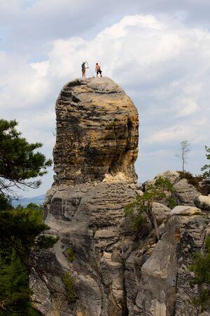 Hrub? Sk?la Rocks, alpinists on the rock Reklamní fotografie