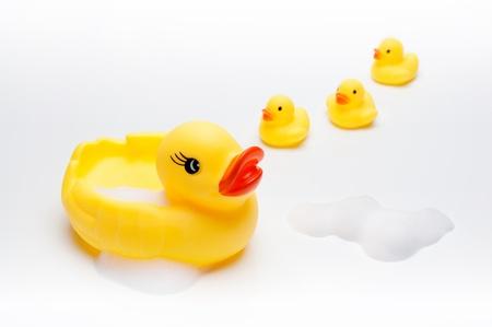 Sárga kacsa babák a fürdőszobában
