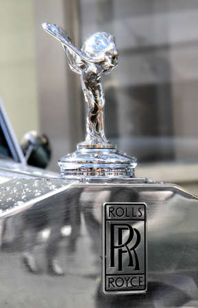 MOSCOW, RUSSIA - JUNE 3  Spirit of Ecstasy is the bonnet ornament on the english car Rolls-Royce Phantom competed at the annual L U C  Chopard Classic Weekend Rally on June 3, 2012 in Moscow, Russia  Banco de Imagens - 25501558