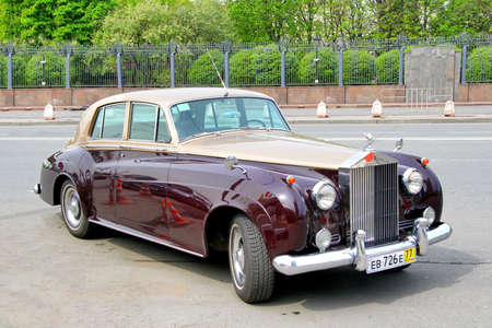 MOSCOW, RUSSIA - MAY 6, 2012  Rolls-Royce Silver Cloud vintage motor car at the city street  Stock Photo - 29099710