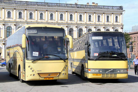 isaac: SAINT PETERSBURG, RUSSIA - MAY 25, 2013: Tourist coaches at the Saint Isaac Square. Editorial