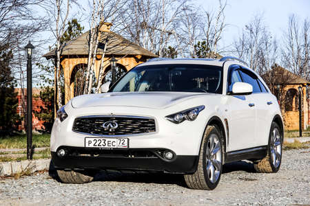fx: NOVYY URENGOY, RUSSIA - SEPTEMBER 26, 2015: Modern luxury crossover Infiniti FX37S at the countryside. Editorial