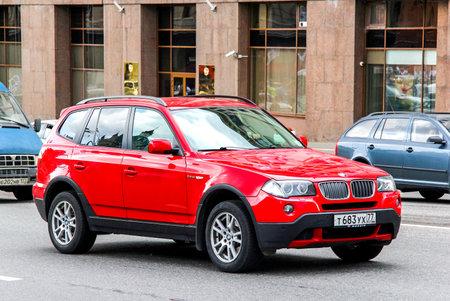 Moscou, Russie - 2 juin 2013: automobile BMW E83 X3 à la rue de la ville.