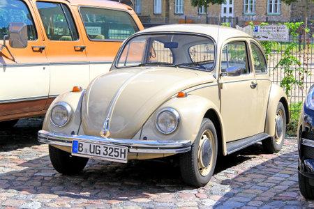 BERLIN, ALLEMAGNE - 12 août 2014: voiture compacte allemande Volkswagen Beetle dans le musée de voitures anciennes Classic Remise. Éditoriale