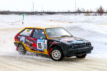 outside machines: NOVYY URENGOY, RUSSIA - APRIL 10, 2016: Motor car Lada Samara at the icy track. Editorial