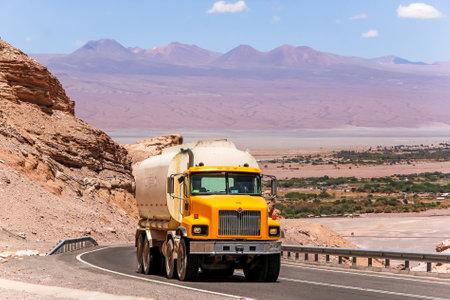 aljibe: ANTOFAGASTA, CHILE - NOVEMBER 17, 2015: Yellow cistern truck International PayStar at the interurban road. Editorial