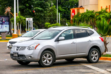 crossover: ACAPULCO, MEXICO - MAY 30, 2017: Motor car Nissan Rogue in the city street. Editorial