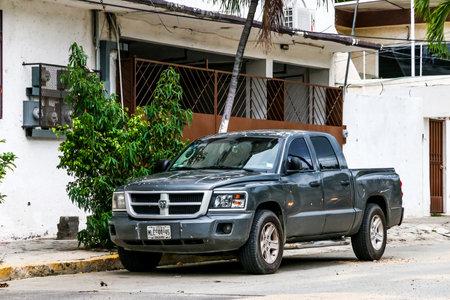 ACAPULCO, MEXIQUE - 30 mai 2017: camionnette Dodge Dakota dans la rue de la ville.