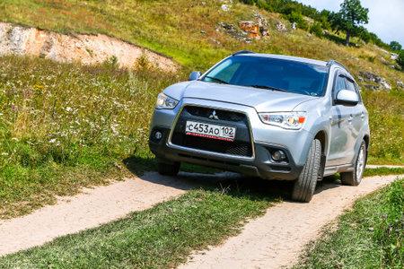 ASHA, Russie - 22 août 2017: Voiture Mitsubishi ASX à la campagne.