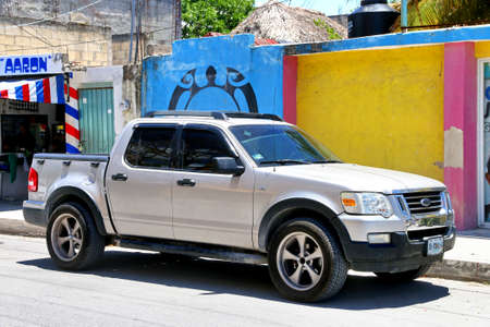 Tulum, Mexico - May 17, 2017: Pickup truck Ford Lobo in the town street. Foto de archivo - 104798207