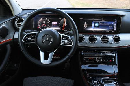 Catalonia, Spain - September 9, 2019: Interior of the luxury saloon car Mercedes-Benz E220d (W213). 新闻类图片