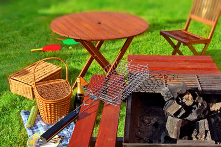 Summer BBQ Party o escena de picnic en el patio trasero de césped efecto Tilt-shift en el fondo Foto de archivo - 30061246