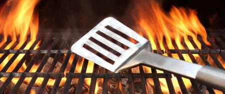 quincho: Esp�tula en la barbacoa de carb�n Fire Grill con Fondo Negro