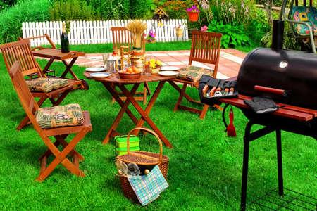 Backyard Summer BBQ & Cocktail Party Of picknick op het Lavn Scene En Concept