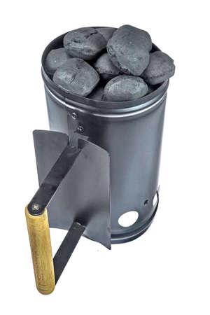 holzbriketts: BBQ Grill Kohlen Flamme Starter mit Holzkohlebriketts auf wei�en Hintergrund Close-up Lizenzfreie Bilder