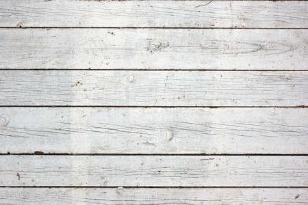 madera: Viejo resistido rústico pintado blanco de la pared con clavos Textura y fondo con espacio para texto o imagen