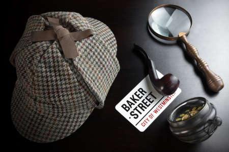 smoking pipe: Sherlock Holmes Deerstalker Hat, Vintage Clock, Retro Magnifier And Smoking Pipe On The Black Table Background. Overhead View.  Investigation Concept.