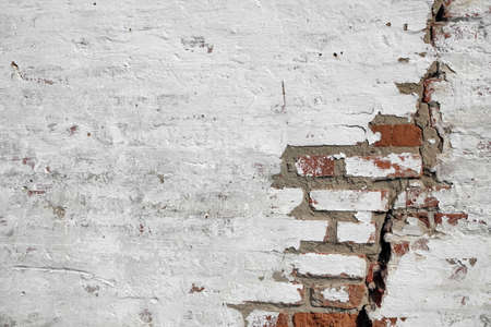 Red White Wall Texture. Old Cracked Brick Wall Horizontal Background. Brickwall Backdrop. White Red Stonewall Surface. Vintage Wall Structure With Peeled Plaster. Urban Grungy Cracked  Brick Wall. Reklamní fotografie
