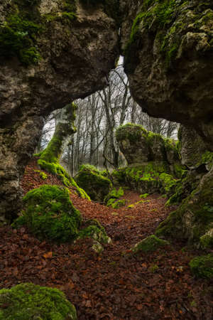 rock arch: Natural rock arch