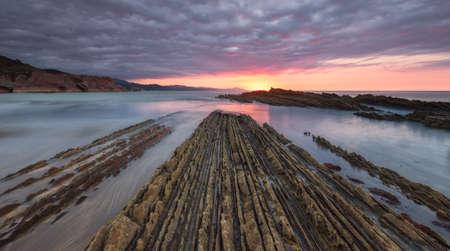 Zonsondergang bij het strand Itzurun