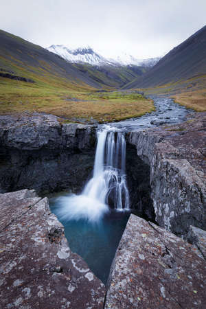 Skutafoss wild waterfall in autumn in Iceland 版權商用圖片