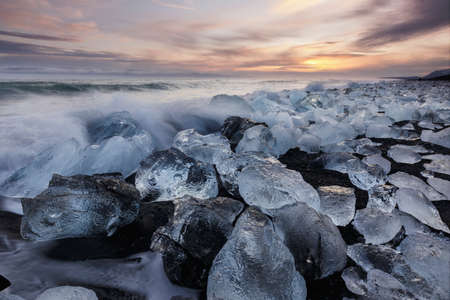 Diamond beach, ice blocks in a black sand beach 版權商用圖片 - 149462690
