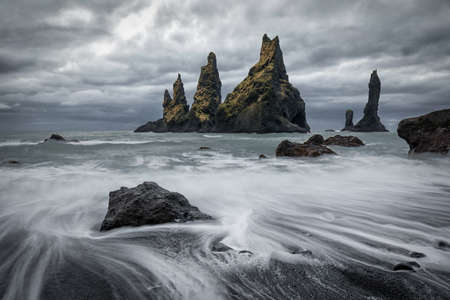 Reynisdrangar, iconic rocks in Reynisfjara beach 版權商用圖片