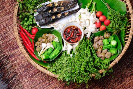 sauce chaude et �pic�e thai aux herbes et l�gumes