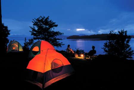 Camping au bord du lac, parc national, la Tha�lande Banque d'images