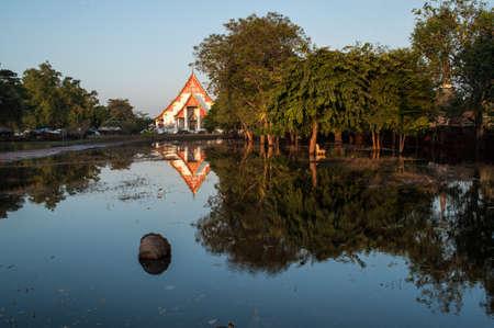 Mega inondations au temple antique dans Ayuttaya parc historique, Moyen de la Thaïlande.