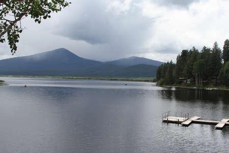 Klamath에서 호수에서 낚시하는 남자의보기 폭포 야생 동물 보존 스톡 콘텐츠 - 58826865