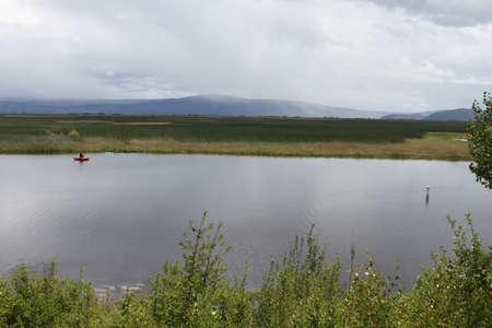 Klamath에서 호수에서 낚시하는 남자의보기 폭포 야생 동물 보존 스톡 콘텐츠 - 58826925