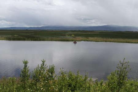 Klamath에서 호수에서 낚시하는 남자의보기 폭포 야생 동물 보존 스톡 콘텐츠 - 58826960