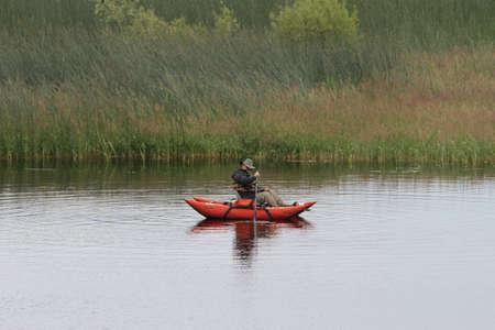 Klamath에서 호수에서 낚시하는 남자의보기 폭포 야생 동물 보존 스톡 콘텐츠 - 58827044