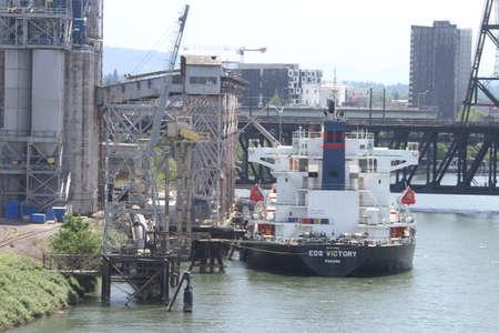 ポートランド市橋と川の眺め