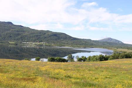 Inseln von Kvaloya und Senja, Norwegen, Berge, Seen, Fjorde Standard-Bild - 82157155