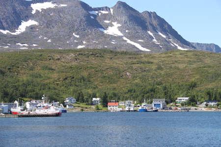 Inseln von Kvaloya und Senja, Norwegen, Berge, Seen, Fjorde Standard-Bild - 93497895