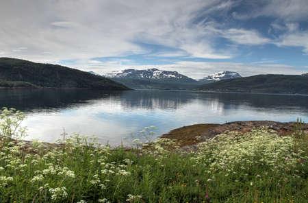 Inseln von Kvaloya und Senja, Norwegen, Berge, Seen, Fjorde Standard-Bild - 82227620
