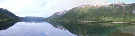 Inseln von Kvaloya und Senja, Norwegen, Berge, Seen, Fjorde Standard-Bild - 82227647