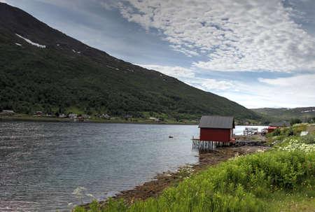 15.08.2017: Senja, Norwegen: Inseln Kvaloya und Senja, Norwegen, Berge, Seen, Fjorde Standard-Bild - 84392121