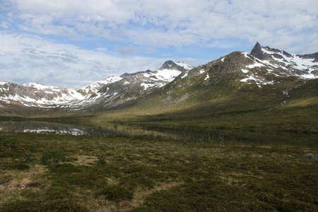 Inseln von Kvaloya und Senja, Norwegen, Berge, Seen, Fjorde Standard-Bild - 82227512