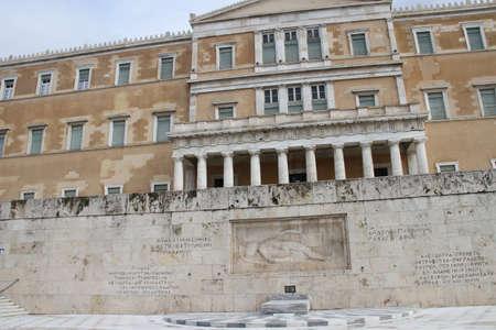 Chaning van wachten bij het Griekse Parlement Stockfoto