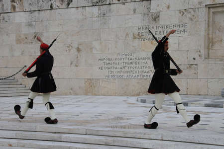 Chaning of guards at Greek Parliament Editöryel
