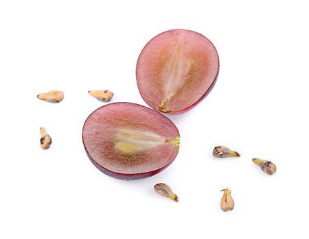 Graines de raisin et de raisin isolé sur fond blanc