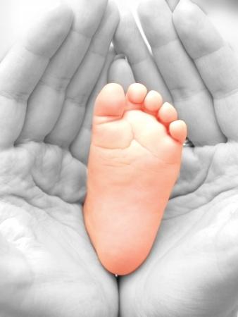 babyvoetjes: Close-up van de baby voeten, geïsoleerd naar witte achtergrond