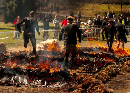 People jumping over fire in a race Imagens