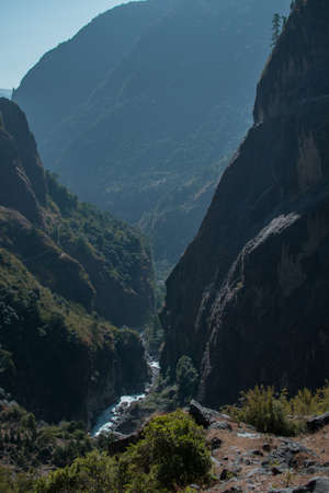 Marshyangdi river flowing through the gorge valley, Lamjung district, Annapurna circuit, Nepal 版權商用圖片