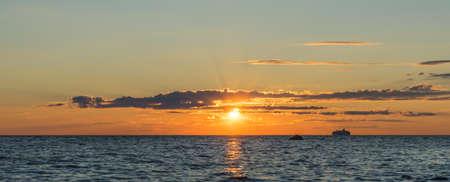 バルト海の明るい夕日 写真素材