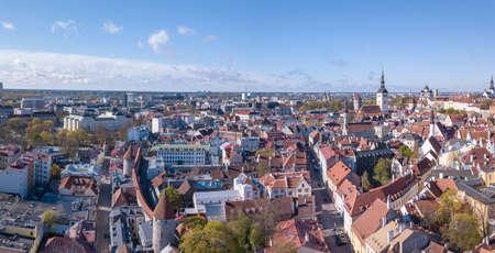 Aerial view of old city of Tallinn Foto de archivo