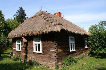 Muy antigua casa de campo con madera de Polonia